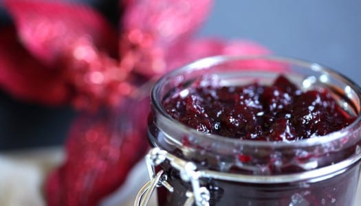 Edible Gift Idea: Homemade Cranberry Sauce